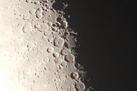 Impatti di asteroidi e formazione di crosta lunare